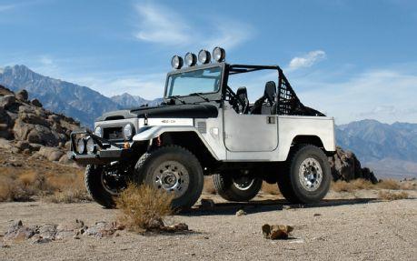Icon-FJ40-Baja-Left-Desert-Beauty-Shot