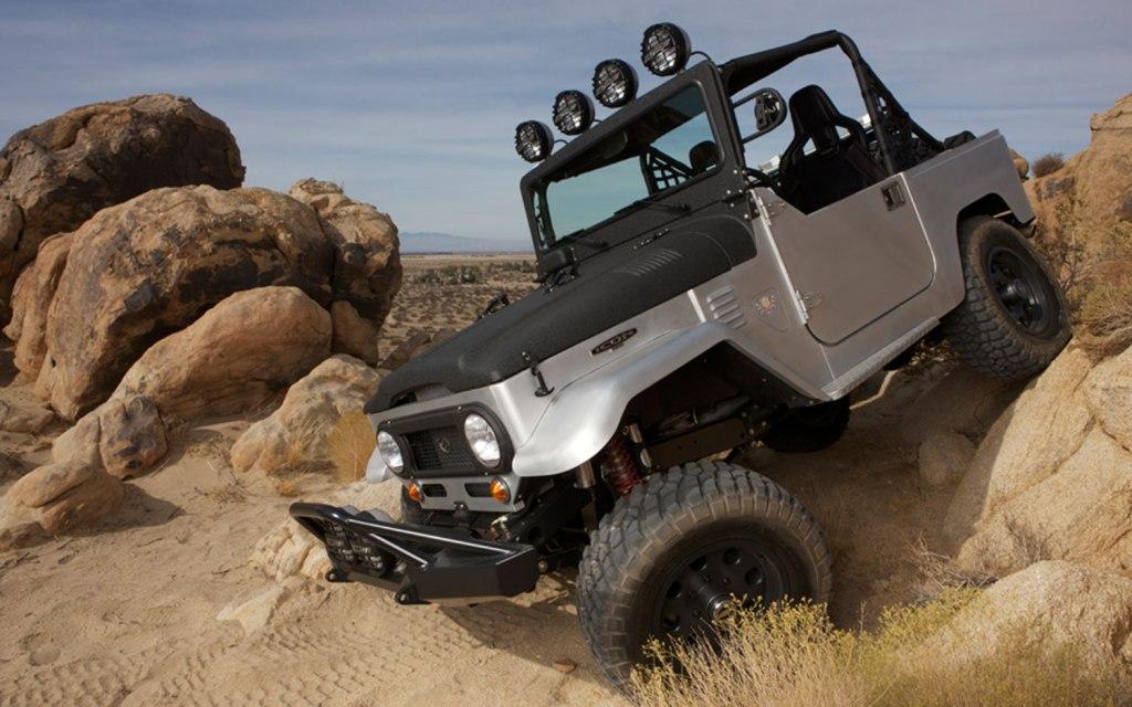 Icon-FJ40-Baja-Left-Side-Crawl